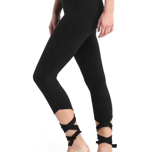 6469d77a0b032e GAP Pants | Fit High Rise Black Leggings With Straps Size M | Poshmark